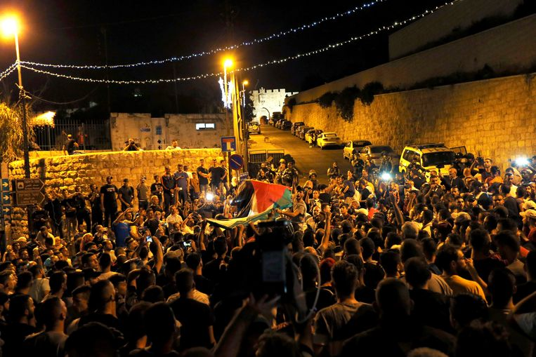 Palestijnse burgers gingen de straat op om te vieren dat de camera's werden weggehaald. Beeld REUTERS