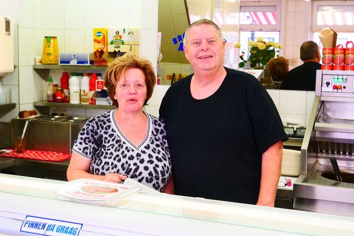 Ria en Martin in hun broodjeszaak, gelukkig zijn er ook nog dingen die bij het oude blijven.