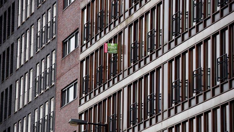 De huizenmarkt in Amsterdam zit in een spiraal: doordat de prijzen stijgen, neemt het aanbod van koopwoningen af, waardoor de prijzen verder stijgen. Beeld ANP