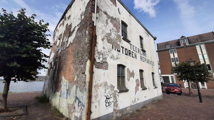 Het pand van Teerlink in Dordrecht is de afgelopen jaren verder verpauperd.