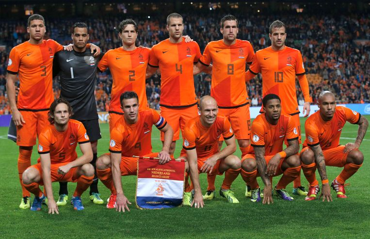 Jeffrey Bruma, staand uiterst links, bij Oranje in oktober 2011. Beeld AP