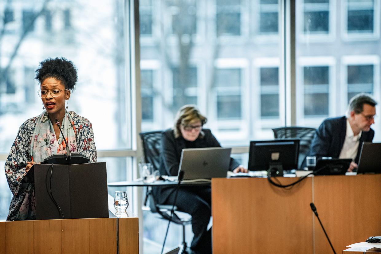Sylvana Simons van Bij1 aan het woord tijdens een debat in de Amsterdamse gemeenteraad.  Beeld Guus Dubbelman / de Volkskrant