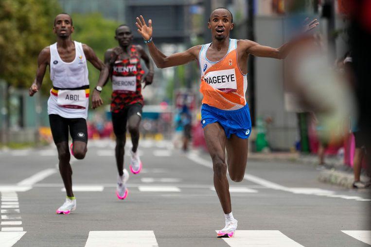 Abdi Nageeye wordt tweede op de marathon. Beeld AP