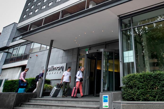 Het aantal overnachtingen in hotels (en B&B's) in Eindhoven is in 2017 fors gestegen naar 917.000. Hier komen gasten aan in het hotel Pullman Eindhoven Cocagne aan de Vestdijk.