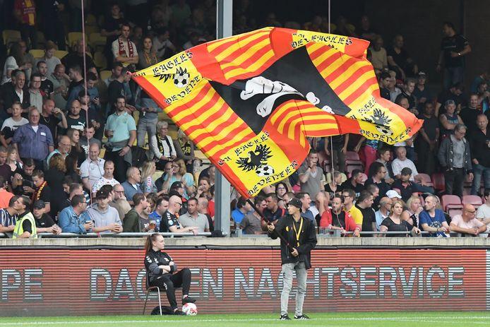 Fans GA Eagles in de Adelaarshorst in Deventer.