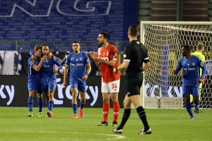 La victoire de Genk fait aussi les affaires d'Anderlecht et de l'Antwerp.