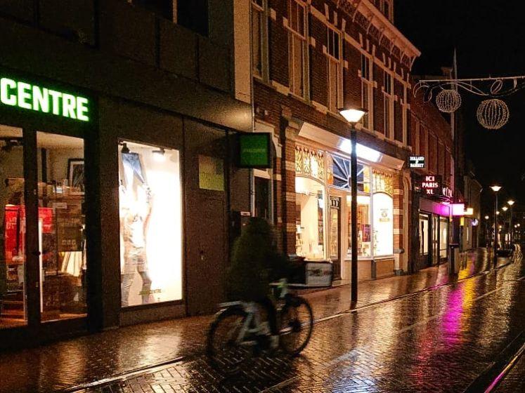 Met de avondklok van kracht zijn in Oss alleen de snelle scooterjongens nog op straat