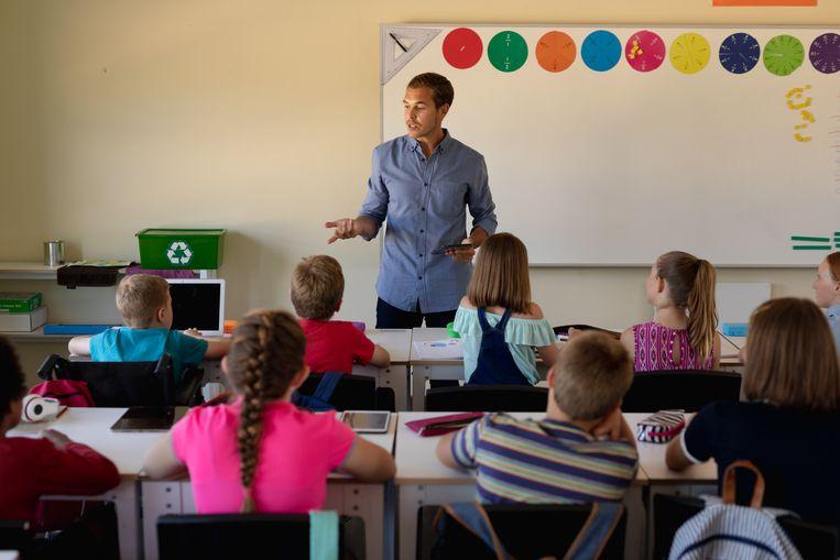 Jonge, beginnende leerkrachten zullen sneller vast benoemd worden. In ruil zullen slecht presterende leraars sneller ontslagen kunnen worden. Beeld Getty image