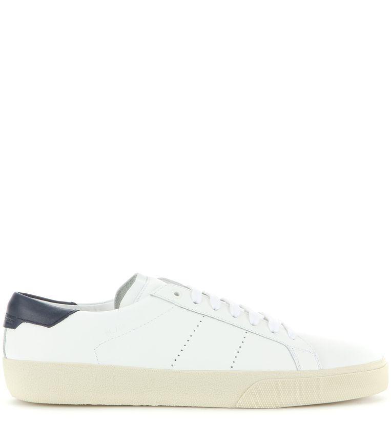 Witte leren sneaker van Saint Laurent, € 395. mytheresa.com Beeld null