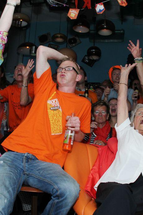 Ouderwets met honderden naar Oranje kijken in de kroeg? Café Merz heeft 'de oplossing'
