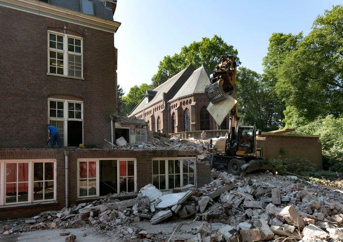 Rechts de kapel, links het oorspronkelijke hoofdgebouw van Groot Bijstervelt in Oirschot.