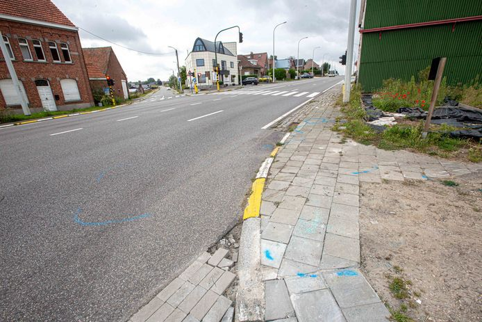 Het ongeval gebeurde hier op het kruispunt van de Ramerstraat met de Ninoofsesteenweg.