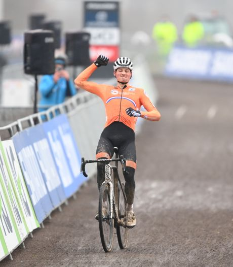 Van der Poel fait craquer Van Aert et s'offre une quatrième couronne mondiale