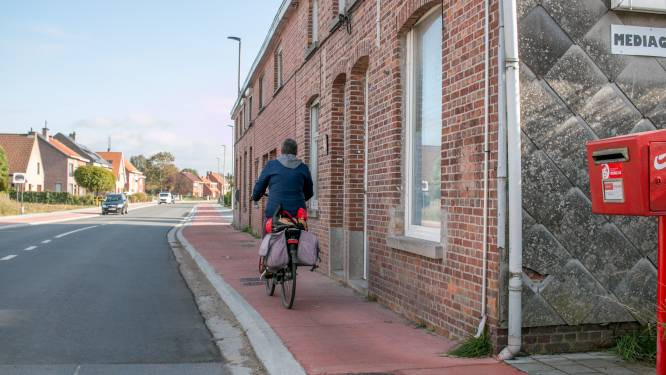 """Nieuw fietspad loopt tot vlak voor de deur: """"Eén stap buiten en risico op botsing met fietsers"""""""