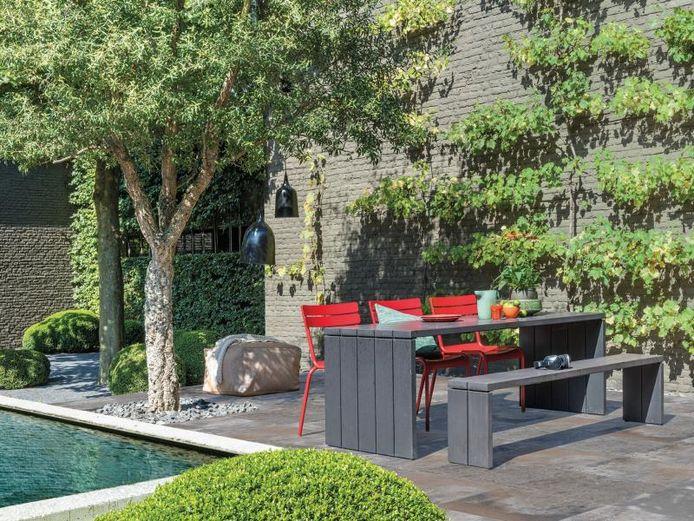 We maken in de tuin meer en meer plaats om te relaxen en te genieten van de omgeving.