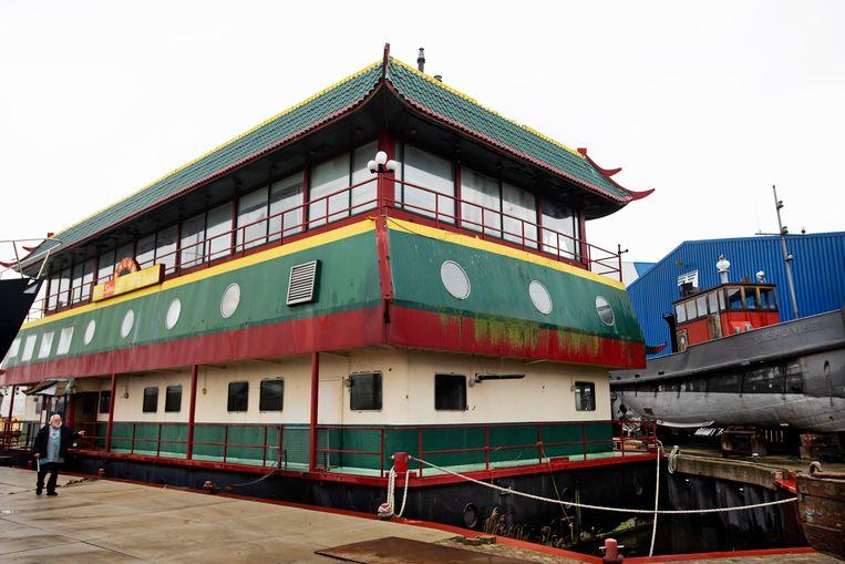 Het Chinese restaurant op een boot in Den Helder staat te koop. Beeld Olaf Kraak