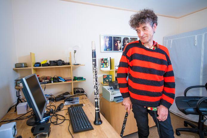 Mark Gilligan uit Voorst kan door de gevolgen van de ziekte MS de klarinet niet meer bespelen. De Voorstenaar van Ierse komaf is een crowdfundingactie gestart om in het buitenland een stamceltransplantatie te kunnen ondergaan.