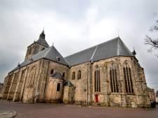 Flinke opknapbeurt voor toren Plechelmusbasiliek Oldenzaal