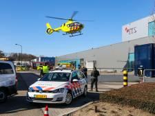 Medewerker van verpakkingsbedrijf in Apeldoorn raakt bekneld onder rol van 300 kilo: 'Bleke koppies hier'