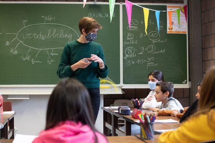 Leerkracht Sofie (28) begeleidt kinderen uit Hasselt en Genk extra bij hun leerstof, weliswaar met een vleugje plezier.