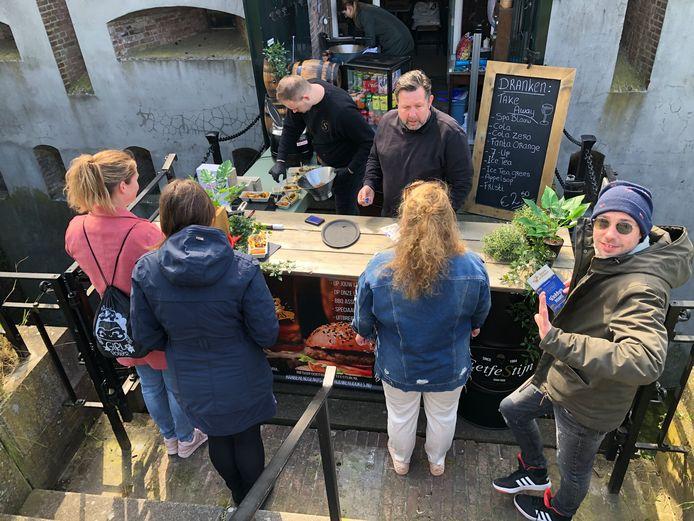 Han Berendsen van Stadsbrouwerij Dukes stond bij Wijn- en Proeflokaal La Caponnière.