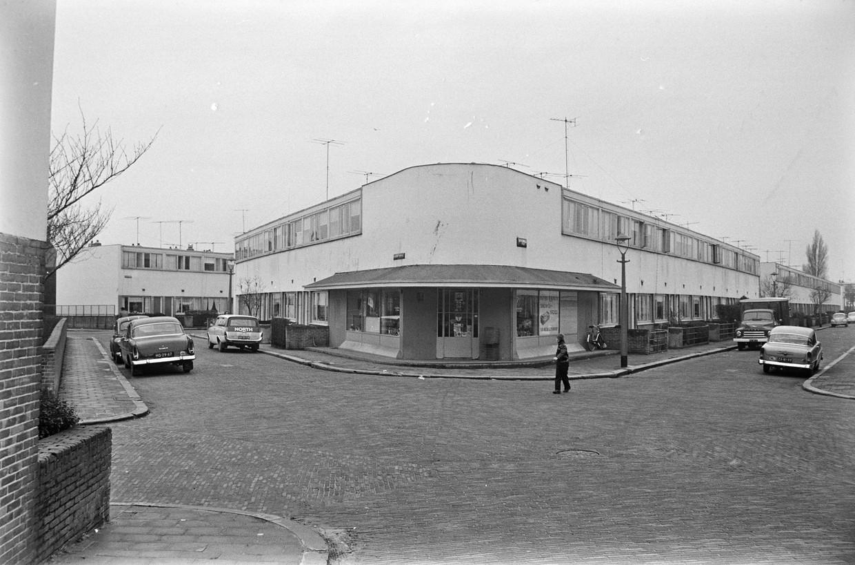 Stadsgezicht van woonwijk de Kiefhoek in Rotterdam, ontworpen door de architect J.J.P. Oud. Op de foto hoek Hendrik Idoplein en de 2e Kiefhoekstraat. Beeld Hollandse Hoogte /  ANP