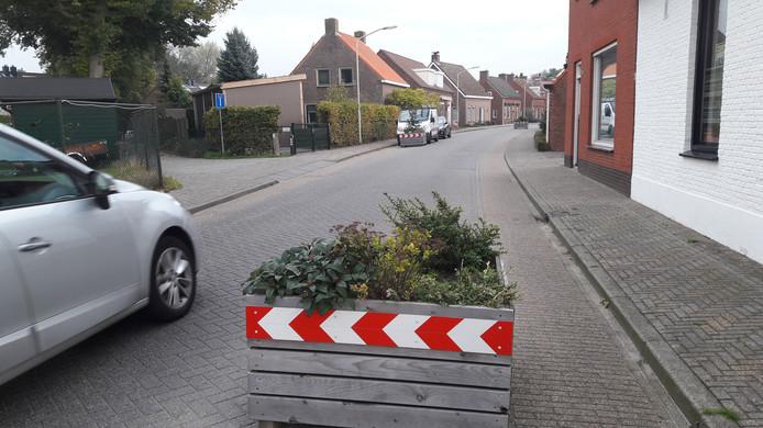 De bloembakken in de OLV ter Duinenlaan, vlakbij de Slingerstraat in Ossendrecht.