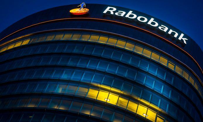 2015-04-14 20:04:08 UTRECHT - Exterieur van het hoofdkantoor van de Rabobank bij avond. ANP XTRA LEX VAN LIESHOUT