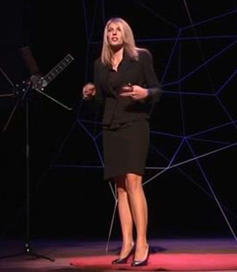 Fatima Dyczynski op TedXGroningen. Beeld YouTube