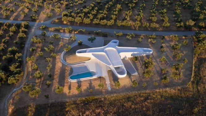 Organische vormen doen dit huis er als een drone uitzien