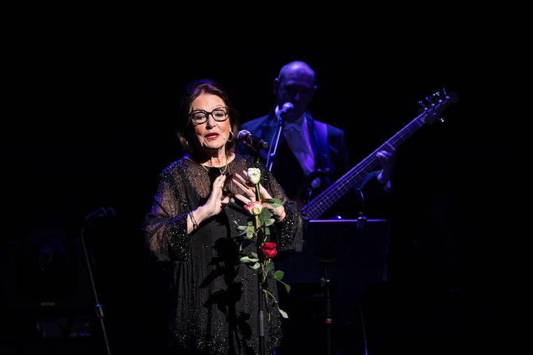 Tegen het eind van het concert in het DeLaMar Theater krijgt Nana Mouskouri's stem een mooi rauw randje. Beeld Charles Batenburg