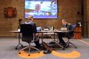 Afgelopen voorjaar vergaderde de gemeenteraad digitaal. Op de foto burgemeester Mark Buijs en griffier Eric Kaarsemaker.
