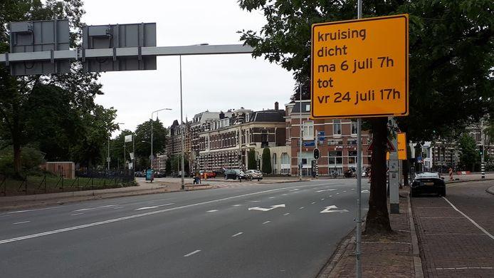 De kruising St. Annastraat-Groesbeekseweg in Nijmegen gaat vanaf maandag 6 juli op de schop. Het verkeer wordt omgeleid.