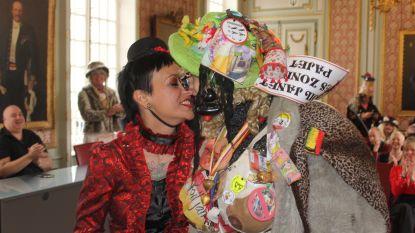 Alleen in Aalst: Egon verschijnt als 'Voil Jeanet' voor zijn huwelijk met Els