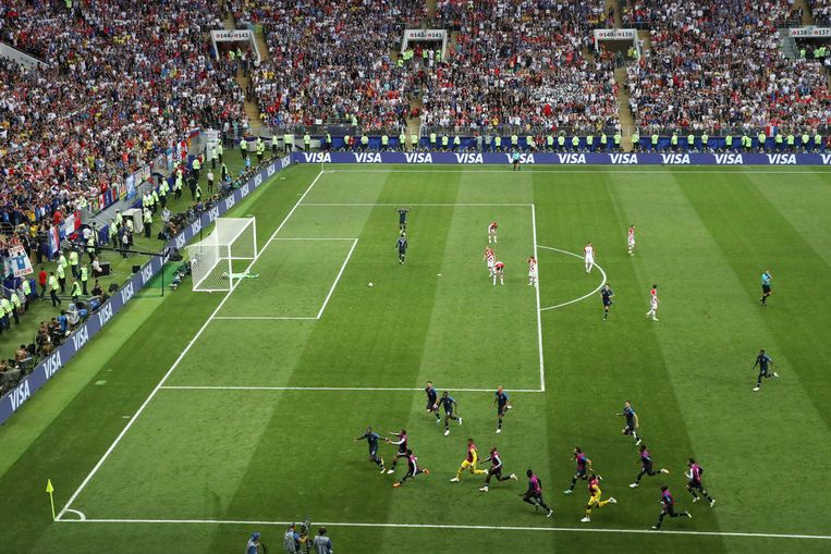 Het Franse team viert de tweede goal  Beeld Getty Images
