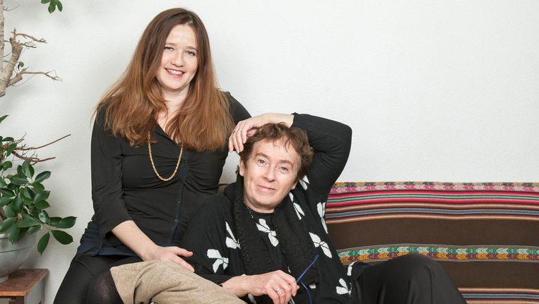 Ester Gould (links) en Heddy Honigmann: 'Tijdens het draaien gaf Ester suggesties. Soms vond ik ze enig, maar vaak genoeg was ik het er ook niet mee eens.' Beeld Rachel Dubbe