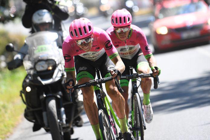 Vanmarcke neemt toenmalig EF-kopman Rigoberto Uran op sleeptouw in de Tour van 2018.