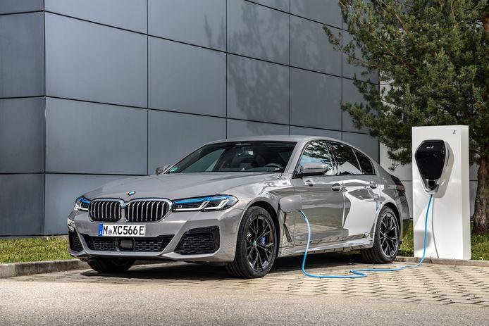 Het accupakket in de BMW 545e meet 12 kWh