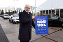 Burgemeester Victor Molkenboer bij de coronateststraat in Woerden.