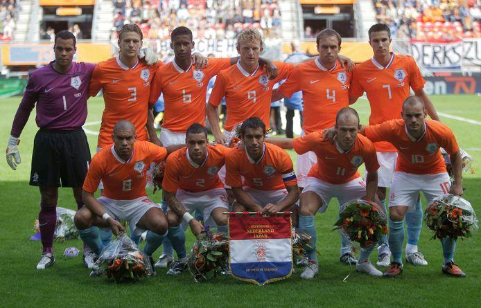 Het Nederlands elftal voorafgaand aan de vriendschappelijke interland tegen Japan.