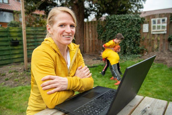 Vitaalcoach Sandra van den Brink biedt clubs gratis workshops aan sportclubs om leden vast te houden.
