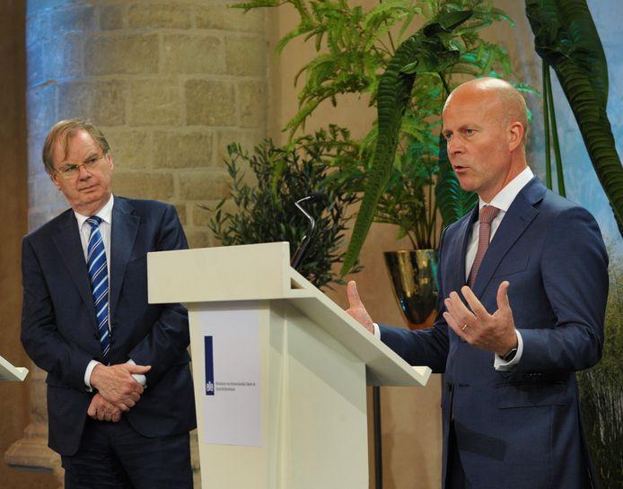 Bernard Wientjes (links) en staatssecretaris Raymond Knops bij de presentatie van 'Wind in de zeilen', met de aankondiging van onder meer een Law Delta in Zeeland.
