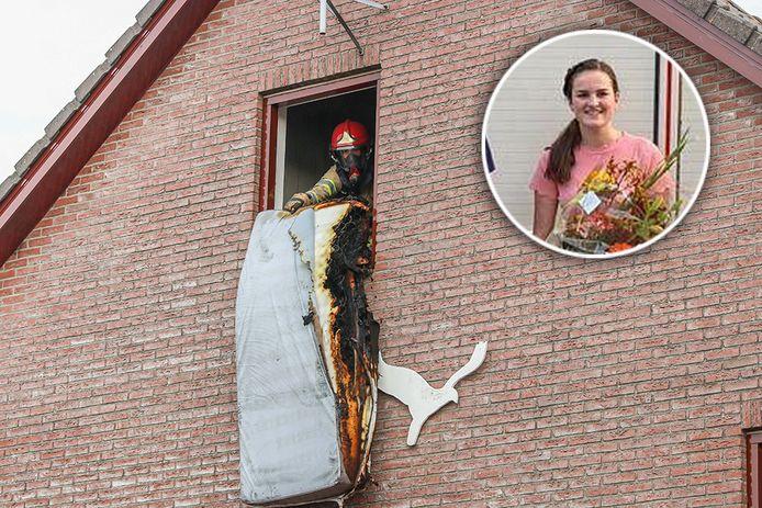De brandweer haalt op 6 september het voor een deel verbrande matras uit een woning aan de Wellerzand op Urk. Emma Baarssen bluste de brand en kreeg onlangs bloemen van de brandweer.
