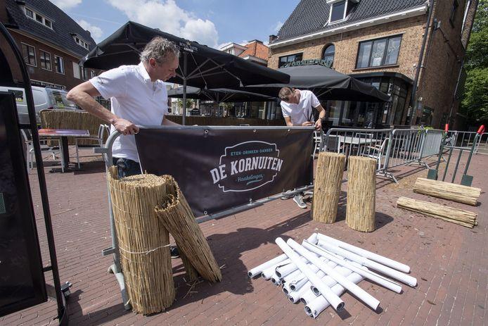 Café De Kornuiten bouwde een groot terras voor de heropening van de horeca, na de lockdown.