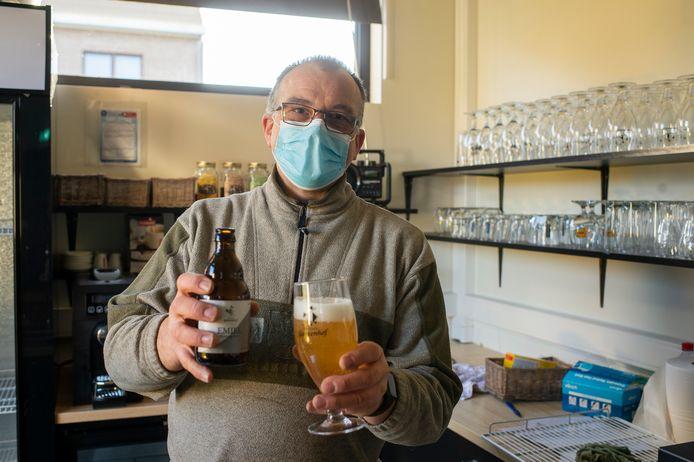 Chris Van den Bergh van Brouwerij Ganzenhof stelt zijn nieuwste bier Emiel voor.