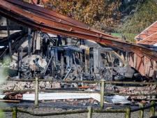 Tientallen caravans verwoest bij grote schuurbrand in Enter