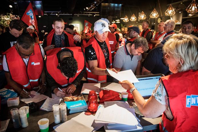 De stakingsbijeenkomst van metaalwerkers in Nijmegen.