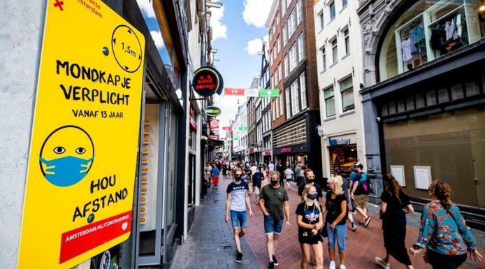 Mondkapjes verplicht in sommige delen van Amsterdam. Eindhoven en Helmond zijn daar nog niet aan toe.