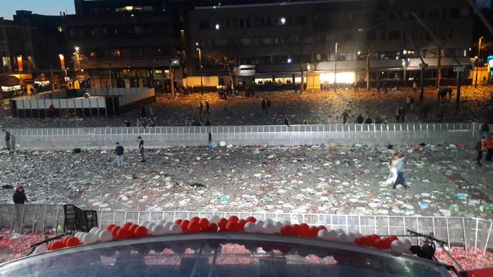 Het lege Stadhuisplein, na de huldiging van PSV.