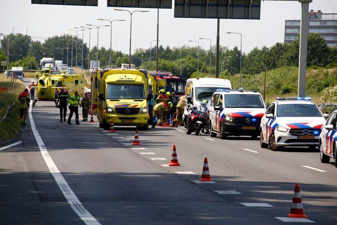 Bij een ernstig ongeval op de N3 ter hoogte van Papendrecht is woensdag een 83-jarige man uit Dordrecht om het leven gekomen. Zijn 84-jarige echtgenote raakte zwaargewond.